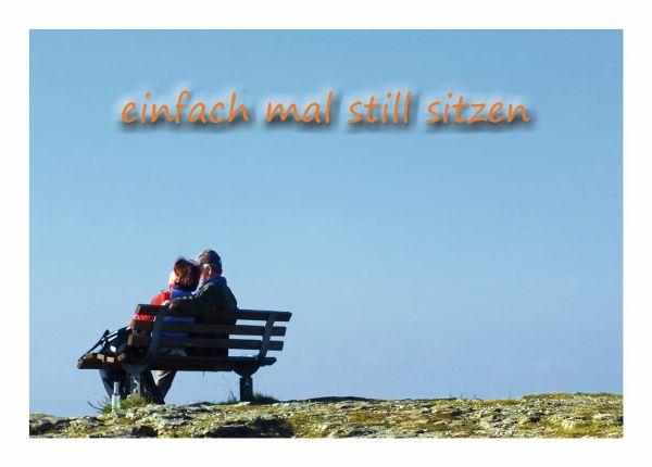 Postkarte Einfach mal still sitzen Paar auf einer Bank